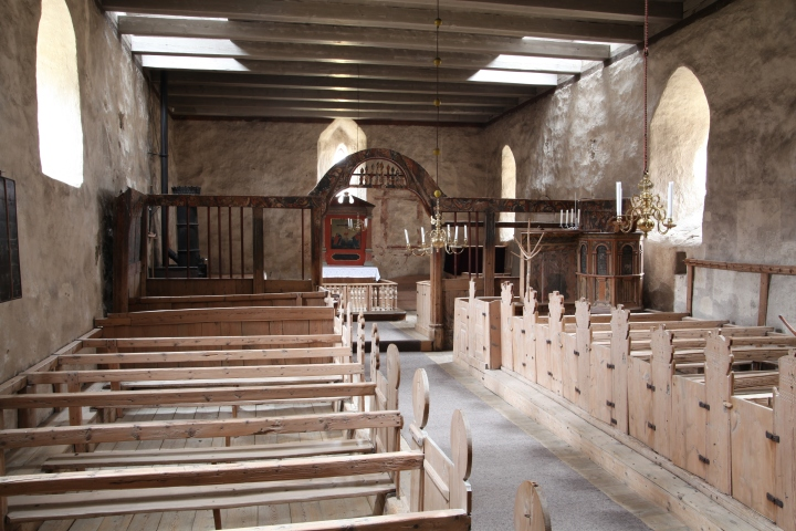 The church interior viewed from the west (photo Justin Kroesen)