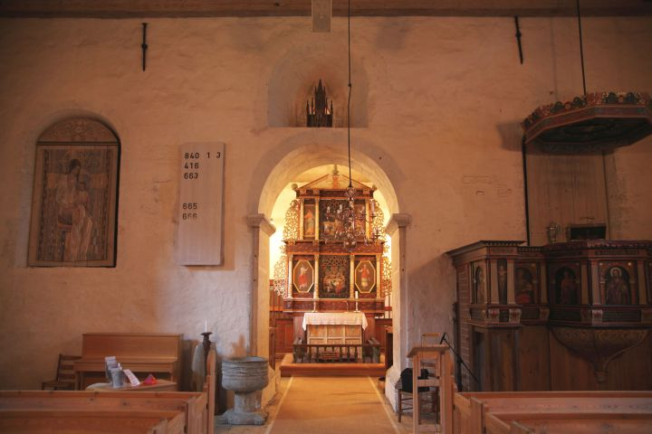 Transversal wall between the chancel and nave (photo Justin Kroesen)
