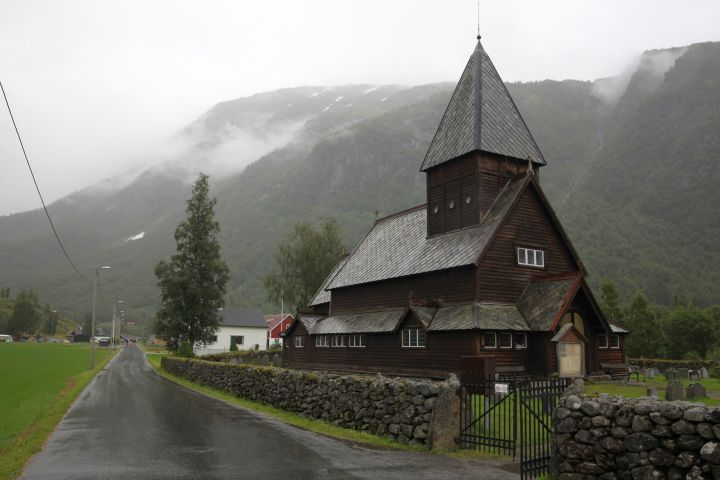 The wooden church of Røldal in its landscape setting (photo Justin Kroesen)