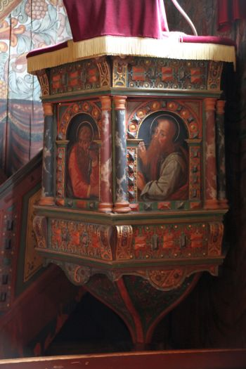 The painted pulpit from 1627 (photo Justin Kroesen)