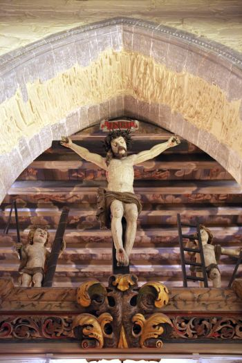 Crucifix in the triumphal arch, 1600s (photo Justin Kroesen)