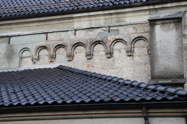 Romanesque frieze on the south side of the chancel (photo Justin Kroesen)