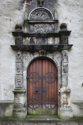 Renaissance portal in the north transept (photo Justin Kroesen)