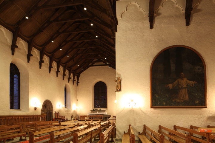 The interior of the church of the Holy Cross viewed from the west (photo Justin Kroesen)