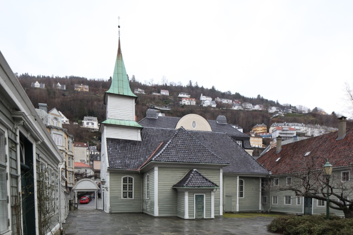 The church seen from the courtyard (photo Justin Kroesen)