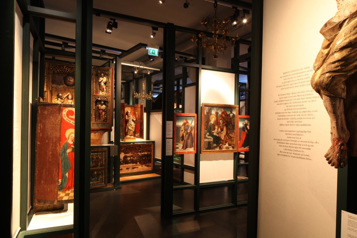 A view of the Gothic section of the church art collection (photo Justin Kroesen)